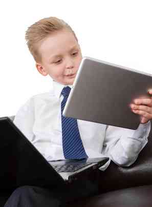 школьник с планшетом
